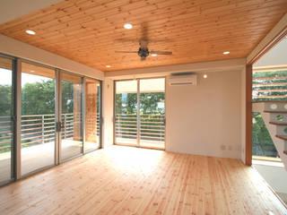 リバーサイドハウス オリジナルデザインの リビング の 岩泉建築設計スタジオ オリジナル