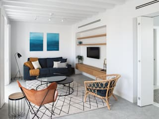 Building renovation  for tourist apartments: Livings de estilo  por AGM Arquitecto Antonio Gómez Mora, Mediterráneo