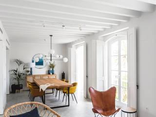 Building renovation  for tourist apartments: Comedores de estilo  por AGM Arquitecto Antonio Gómez Mora, Mediterráneo