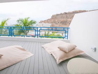 RÖ | ARQUITECTOS Scandinavian style balcony, veranda & terrace