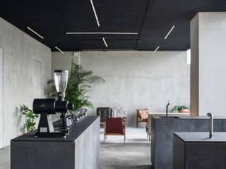Public Space Minimalistische bars & clubs van HOP Architecten Minimalistisch