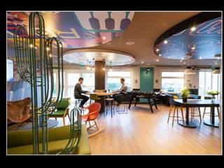 HOTEL *** Couloir, entrée, escaliers modernes par ★GREG★ REQUILLART Moderne