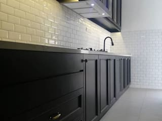 DESIGN AND BUILD WET KITCHEN CABINET AT RIDGEFIELD RESIDENCE, TROPICANA HEIGHT KAJANG: classic  by eL precio, Classic