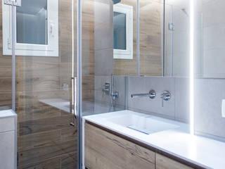 Grupo Inventia Baños de estilo moderno Vidrio Transparente