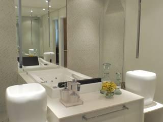 Moderne Badezimmer von Ines Scisci Maciel Arquitetura Modern