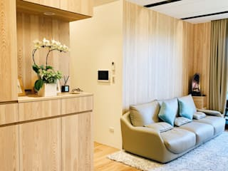 Phòng khách phong cách tối giản bởi 圓方空間設計 Tối giản