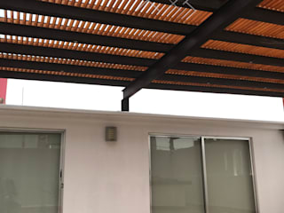 Modern balcony, veranda & terrace by TexturiForm Modern