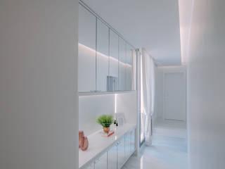 ISADORA MARTEL interiores Minimalist corridor, hallway & stairs White
