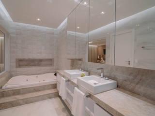 ISADORA MARTEL interiores Modern style bathrooms