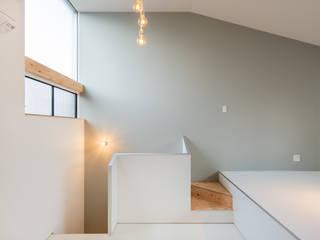 GELANDE 一級建築士事務所オブデザイン モダンな 壁&床 灰色