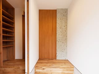 Eclectic style corridor, hallway & stairs by STaD(株式会社鈴木貴博建築設計事務所) Eclectic