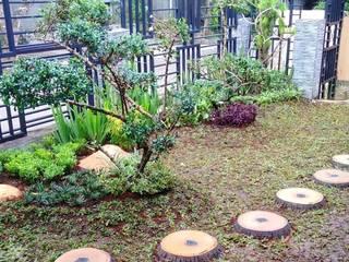 Tukang taman jasa pembuatan taman professional Kantor & Toko Gaya Asia Oleh Nuansa Taman Baru Asia