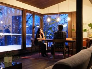 自然公園の森に面した家 オリジナルデザインの ダイニング の 家と草木のアトリエ hausgras オリジナル