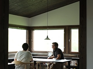 北海道十勝の地産地消の家、縁側と庭で広がる平屋 オリジナルデザインの ダイニング の 家と草木のアトリエ hausgras オリジナル