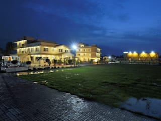 Hotel Status (Bhopal) Country style hotels by H S AHUJA & ASSOCIATES Country