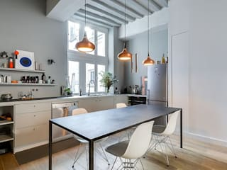 5 Mẫu Tủ Bếp Đẹp Tiện Nghi Với Cách Bố Trí Đèn Thông Minh: hiện đại  by Công Ty Thiết Kế Thi Công Nội Thất Sense Home, Hiện đại