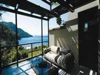 SERPİCİ's Mimarlık ve İç Mimarlık Architecture and INTERIOR DESIGN Hotel in stile tropicale Bambù Bianco