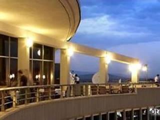 SERPİCİ's Mimarlık ve İç Mimarlık Architecture and INTERIOR DESIGN Hotel in stile mediterraneo Cemento Bianco