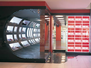 SERPİCİ's Mimarlık ve İç Mimarlık Architecture and INTERIOR DESIGN Negozi & Locali Commerciali PVC Rosso