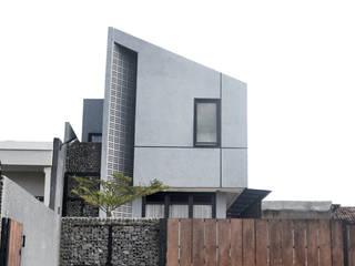 Balcones y terrazas de estilo minimalista de Regi Kusnadi Minimalista