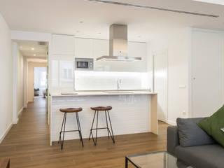 Moderne Küchen von Aguilar Arquitectos Modern