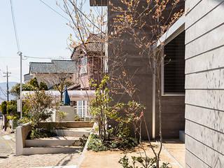 Jardines de estilo moderno de 建築設計事務所SAI工房 Moderno