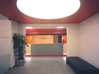 SERPİCİ's Mimarlık ve İç Mimarlık Architecture and INTERIOR DESIGN Negozi & Locali commerciali moderni PVC Rosso