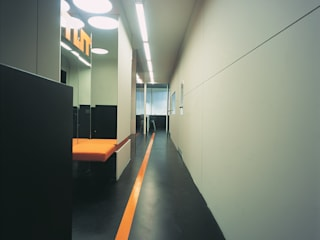 SERPİCİ's Mimarlık ve İç Mimarlık Architecture and INTERIOR DESIGN Negozi & Locali commerciali moderni PVC Grigio