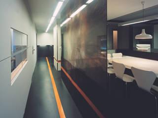 SERPİCİ's Mimarlık ve İç Mimarlık Architecture and INTERIOR DESIGN Kantor & Toko Modern Kaca Wood effect