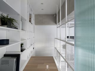 Modern Corridor, Hallway and Staircase by 質覺制作設計有限公司 Modern
