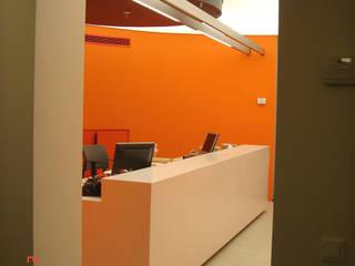 SERPİCİ's Mimarlık ve İç Mimarlık Architecture and INTERIOR DESIGN Negozi & Locali commerciali moderni PVC Arancio