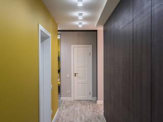 YOUR PROJECT Ingresso, Corridoio & Scale in stile minimalista Giallo