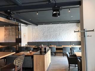 Modern dining room by Licht-Design Skapetze GmbH & Co. KG Modern