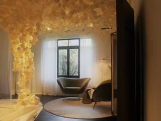 Couloir, entrée, escaliers originaux par NATALIA JIMENEZ - INTERIOR DESIGN STUDIO Éclectique
