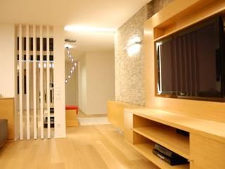 SERPİCİ's Mimarlık ve İç Mimarlık Architecture and INTERIOR DESIGN SoggiornoSupporti TV & Pareti Attrezzate PVC Effetto legno