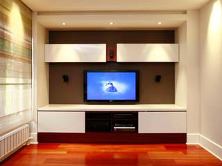 SERPİCİ's Mimarlık ve İç Mimarlık Architecture and INTERIOR DESIGN Living roomTV stands & cabinets Komposit Kayu-Plastik Multicolored