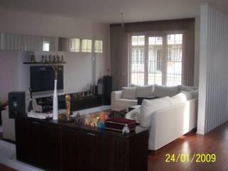 SERPİCİ's Mimarlık ve İç Mimarlık Architecture and INTERIOR DESIGN Living roomTV stands & cabinets Komposit Kayu-Plastik White