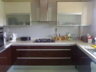 SERPİCİ's Mimarlık ve İç Mimarlık Architecture and INTERIOR DESIGN KitchenCabinets & shelves Komposit Kayu-Plastik White