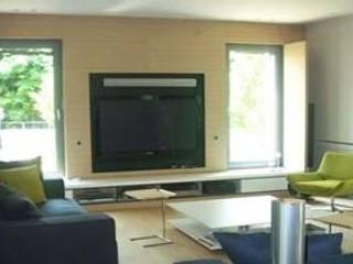 SERPİCİ's Mimarlık ve İç Mimarlık Architecture and INTERIOR DESIGN Living roomTV stands & cabinets Komposit Kayu-Plastik Beige