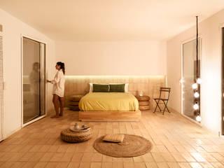 L'Àtic Vernacle Dormitorios de estilo mediterráneo de el fabricante de espheras Mediterráneo