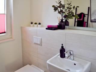 Gäste WC ( Musterhaus Wuppertal) von KIN-RAUMDESIGN Skandinavisch