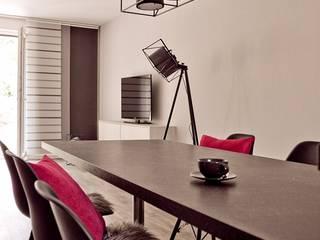 Wohnraum/ Küche / Esszimmer ( Musterhaus Wuppertal) von KIN-RAUMDESIGN Skandinavisch
