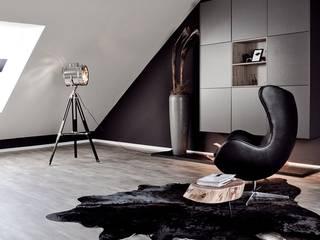 Studio/ Dachgeschoss ( Musterhaus Wuppertal) von KIN-RAUMDESIGN Minimalistisch