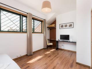 Modern style bedroom by João Bizarro fotografia Modern
