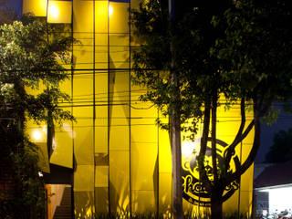 Boutique de Arquitectura ¨Querétaro [Sonotectura+Refaccionaria] Столовая комната в стиле модерн Железо / Сталь Эффект древесины