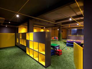 Boutique de Arquitectura ¨Querétaro [Sonotectura+Refaccionaria] Сад в стиле модерн Железо / Сталь Эффект древесины