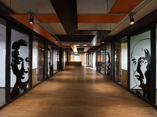 Boutique de Arquitectura ¨Querétaro [Sonotectura+Refaccionaria] Рабочий кабинет в стиле модерн ДСП Эффект древесины