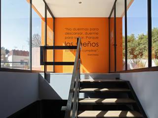 Boutique de Arquitectura ¨Querétaro [Sonotectura+Refaccionaria] Рабочий кабинет в стиле модерн Алюминий / Цинк Янтарный / Золотой