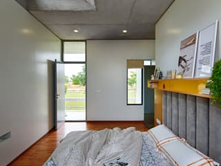 Holiday Home Minimalist bedroom by ma+rs Minimalist