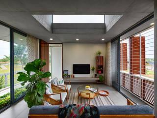 Holiday Home Minimalist living room by ma+rs Minimalist